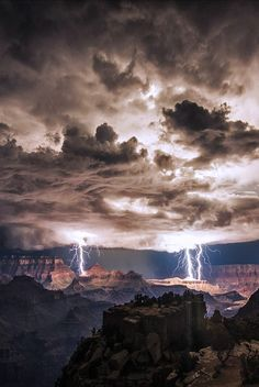 Gorgeous Landscape Photos Of A Grand Canyon, Arizona, United States of America. Lightning Storm by Rolf Maeder by MrsLGort Image Nature, All Nature, Amazing Nature, Science Nature, Pretty Pictures, Cool Photos, Beautiful World, Beautiful Places, Wild Weather