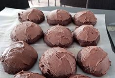 Recette: Galette au chocolat, café et son glaçage moka. Biscuits, Biscuit Cookies, Muffins, Deserts, Chocolate, Cake, Recipes, Pains, Foodies