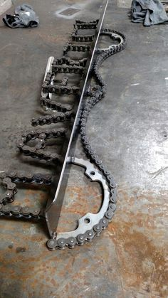 "Using old sprockets and chain from a ATV or dirt bike to make ""name shelf"" - You could try this with bits from your bicycle? Bicycle Parts Art, Recycled Bike Parts, Dirt Bike Parts, Dirt Bike Bedroom, Bike Room, Metal Projects, Welding Projects, Bike Craft, Deco Originale"