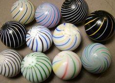 Collections~Did you know that many antique marbles are actually miniature glass… Sammlungen ~ Wussten Sie, dass viele antike Murmeln tatsächlich Briefbeschwerer aus Miniaturglas sind? Marbles Images, Marble Pictures, Marble Art, Glass Marbles, Glass Paperweights, Crystal Ball, Paper Weights, Colored Glass, Vintage Toys