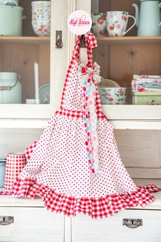 Syl loves & friends, retro apron, happy kitchen, polkadot, gingham, red white