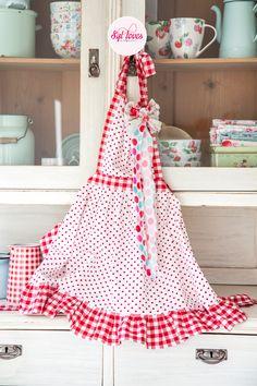 Syl loves & friends, retro apron, happy kitchen, polkadot, gingham, red white