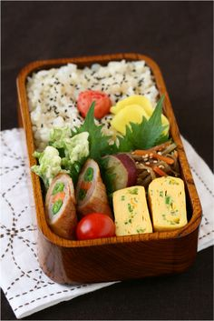 Slowly every day. Lunch Box Bento, Sac Lunch, Bento Recipes, Cooking Recipes, Bento Ideas, Japanese Lunch, Japanese Food, Food Therapy, Little Lunch