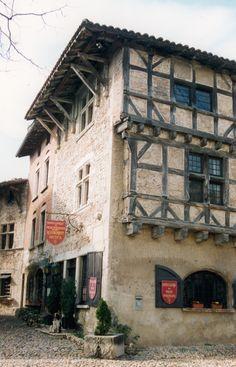 Pérouges ~  Ain - France