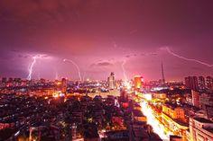 © Reuters Гроза в городе Куншан, Китай. Источник: http://www.adme.ru/tvorchestvo-fotografy/bez-fotoshopa-773260/#image9100410 © AdMe.ru