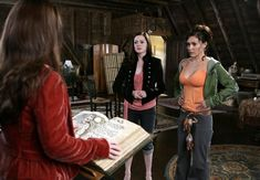 Charmed 2013 Update Photo Gallery – Alyssa Milano, Holly Marie Combs, Shannen Doherty, Rose McGowan and Kaley Cuoco Phoebe Charmed, Serie Charmed, Charmed Tv Show, Charmed Sisters, Charmed Season 8, Alyssa Milano Charmed, Holly Marie Combs, Shannen Doherty, Devil Wears Prada