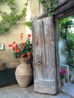 Villa Cimbrone doorway in Ravello, Italy Taken by Michele Rowe Available on ww… - Fenster Cool Doors, The Doors, Unique Doors, Entrance Doors, Doorway, Windows And Doors, Front Doors, Garden Doors, Garden Gates