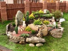 Dajte na skalku toto a bude nádherná celú jeseň aj počas mrazov: 21 prekrá… Rock Garden Design, Small Garden Design, Rockery Garden, Succulents Garden, Front Garden Landscape, Front Yard Landscaping, Corner Garden, Garden Yard Ideas, Forest Garden