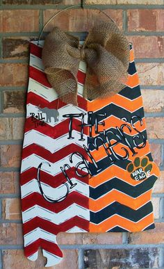 Love my new door hanger! Alabama Auburn State Shape House Divided Wood Door Hanger with Chevron Alabama Door Hanger, Football Door Hangers, Auburn Alabama, Auburn Football, Alabama Football, Painted Doors, Wood Doors, Fall Wooden Door Hangers, Pantry Door Organizer