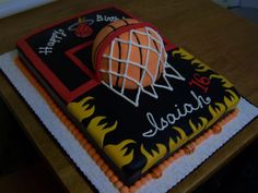 Isaiahs Birthday Cake Sixteen year old plays point guard and is a Miami Heat fan so his mom ordered a basketball them cake for his birthday. Sweet 16 Cakes, Cute Cakes, Jesus Birthday, Boy Birthday, Birthday Cakes, Birthday Ideas, Basketball Birthday, Basketball Hoop, Basketball Cakes