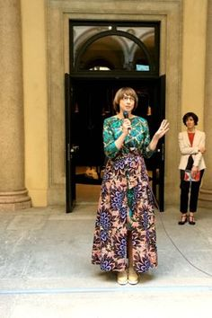 Nicole Uniquole, our famous Dutch art expert and organizer of Masterly - The Dutch in Milano, at the press conference on the gorgeous patio of Palazzo Francesco Tutti in the centre of Milan.  #salonedelmobile #masterlythedutchinmilano #art #dutchart #pressconference #dutchdesign #interiordesign #interiorlover #interiorblogger #vitadilusso #blogazine