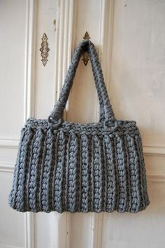 Quick and Easy crocheted bag *Inspiration* - Looks like it is crocheted out using scraps from an old t-shirt but there's no pattern so I'm not sure. It's cute, though.