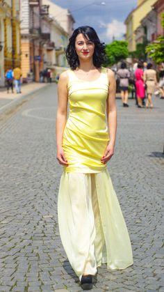 Атласное платье с шифоновым низом, идеальный вариант для вечернего выхода. Вы будете выглядеть самой яркой и стильной.