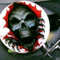 Calavera en Tapa de gasolina con letras arabes pintada por RHM - Skull