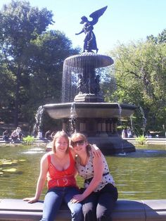 Bri and Kristi by the fountain