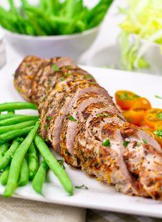 Healthy Orange Rosemary Pork Tenderloin! Perfect family dinner option! |thehealthyfoodie.com