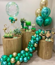 If you're looking for a unique twist on a themed party, look no further than the flamingo! 2 Birthday, Birthday Balloons, Birthday Parties, Balloon Decorations Party, Balloon Garland, Birthday Party Decorations, Deco Ballon, Baby Shower Balloons, Event Decor