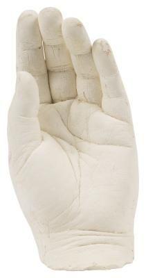 Cómo hacer un molde de yeso de tu mano | eHow en Español