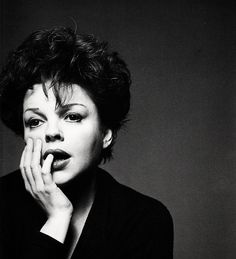 Image from https://kinoimages.files.wordpress.com/2012/08/judy-garland-new-york-1961.png.