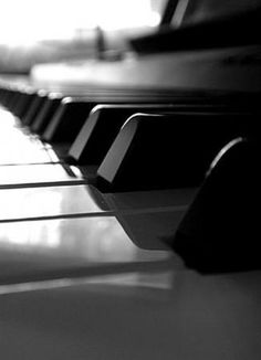 Black And White Picture Wall, Black N White, Black And White Pictures, Piano Photography, Photography Projects, Food Photography, The Piano, Music Aesthetic, Black And White Aesthetic