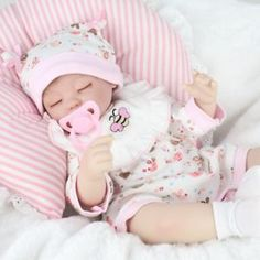 Realistic Doll Reborn Babies Handmade Baby Safety Silicone Dolls Girl Gift Toys For Kids Soft Doll Reborn Baby Girl, Newborn Baby Dolls, Baby Girl Toys, Baby Dolls For Sale, Life Like Baby Dolls, Life Like Babies, Baby Play House, Princesa Disney Frozen, Wiedergeborene Babys