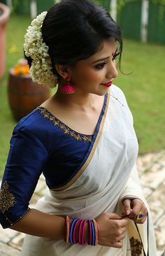 Navy blue blouse with Kerala saree Onam Saree, Kasavu Saree, Handloom Saree, Kerala Saree Blouse Designs, Blouse Designs Silk, Blouse Neck Patterns, Anarkali, Lehenga, Stylish Blouse Design