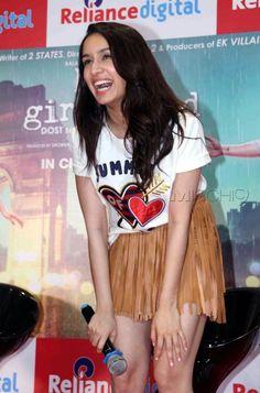 Shraddha Kapoor Creamy legs show - Sexy Bollywood Models Images Sraddha Kapoor, Arjun Kapoor, Indian Actress Hot Pics, Indian Actresses, Bollywood Fashion, Bollywood Actress, Alia Bhatt Photoshoot, Ek Villain, Shraddha Kapoor Cute
