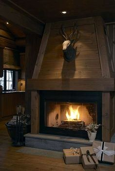 Cozy And Inviting Fireplace Ideas Home Decor A hot idea for a fireplace is to install a wood-burning fireplace. Some of the advantages of installing a wood-burning fireplace are the convenience o. Wooden Fireplace, Cabin Fireplace, Rustic Fireplaces, Farmhouse Fireplace, Fireplace Design, Fireplace Ideas, Chalet Design, Chalet Style, House Design