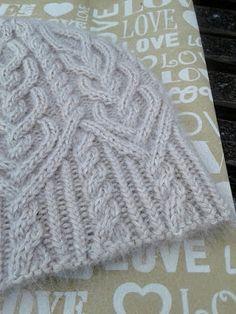 Cable Knitting Patterns, Knitting Stitches, Knitwear Fashion, Knit Fashion, Macrame Bracelet Tutorial, Knit Crochet, Crochet Hats, Feather Jewelry, Kids Hats