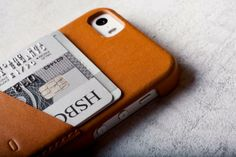 Mujjo iPhone Wallet Case, handcrafted in Italy.