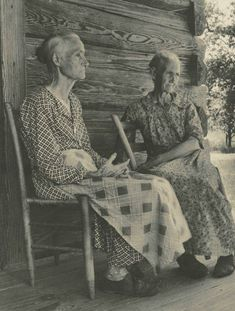 Two Old Women, 1937 Margaret Bourke-White (American, 1904 – Gelatin silver print on paper; 13 x 9 inches Gibbes Museum of Art, Gift of Robert W. Antique Photos, Vintage Pictures, Vintage Photographs, Old Pictures, Vintage Images, Photos Du, Old Photos, Appalachian People, Appalachian Mountains