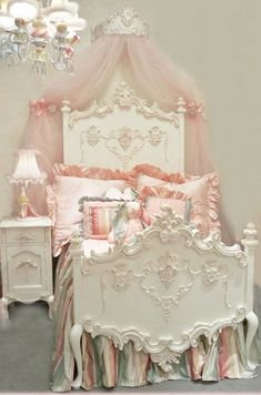 Florentina Princess Bed by Villa Bella omg...this is so gorgeous!!!! Estilo Shabby Chic, Vintage Shabby Chic, Shabby Chic Style, Shabby Chic Decor, Shabby Chic Furniture, Girls Furniture, Entryway Furniture, Luxury Furniture, Vintage Roses