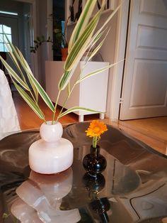 Pienikin voi olla kaunista Flower maljakko / Mini Marimekko, Vase, Table Decorations, Mini, Flowers, Furniture, Home Decor, Decoration Home, Room Decor