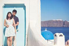 The perfect honeymoon photography session on the spectacular island of Santorini. Honeymoon Photography, Film Photography, Couple Photography, Santorini, Surfboard, Greece, Island, Greece Country, Couple Photos