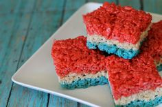 Red white & blue Rice Krispie Treats #4thOfJuly via @Kristyn {Lil' Luna}