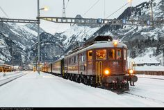 Net Photo: 205 BLS Lotschbergbahn Ae at Kandersteg, Switzerland by Georg Trüb Swiss Railways, Mode Of Transport, Switzerland, Trains, Transportation, Engineering, Electric, Snow, Cars