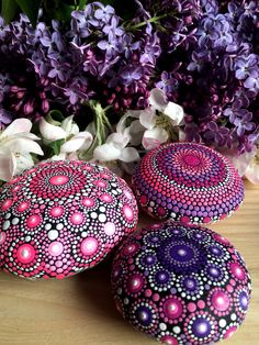 I paint colorful stones and canvas, made with love! Mandala Print, Mandala Pattern, Painted Signs, Painted Rocks, Mandala Rocks, Different Tones, Mini Canvas, Rock Painting, Rock Art
