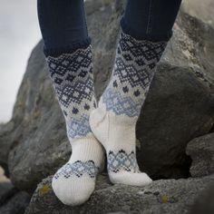 Sokker - Viking of Norway Loom Knitting, Knitting Socks, Knitting Designs, Knitting Patterns, Fluffy Socks, Argyle Socks, Drops Patterns, Sock Toys, Wool Socks