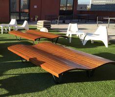 guyon mobilier urbain bain de soleil linea onda bain de soleil urbain (2) Deck Chairs, Urban, Picnic Table, Stylish, Design, Furniture, Home Decor, Lounge Seating, Street Furniture
