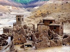 1994 here is how the village of Fabbriche di Careggine appeared after the last emptying of Lake Vagli in the Garfagnana region of Tuscany. Travel Around The World, Around The Worlds, Sunken City, Lucca, Ghost Towns, Abandoned Places, Beautiful Landscapes, Travel Photos, Beautiful Places