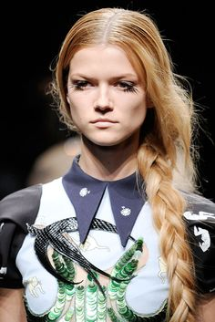 See the complete Miu Miu Spring 2010 Ready-to-Wear collection.