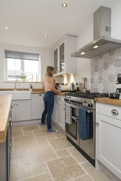 Chalkhouse Interiors Shaker kitchen with Rangemaster oven and Belfast sink Kitchen Room Design, Kitchen Tiles, Home Decor Kitchen, Kitchen Flooring, Interior Design Kitchen, Cottage Kitchens, Home Kitchens, Open Plan Kitchen, New Kitchen