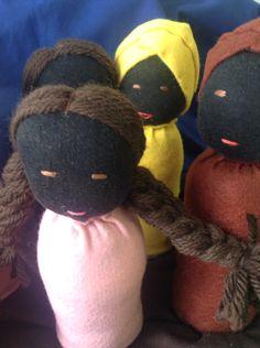 Boneco afro descendente para teatro de mesa. Utilizado na educação infantil.