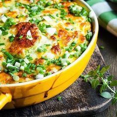 A maioria das pessoas adoram batatas e tudo que tem batatas, assim como eu. Essa receita é ótima, simples e deliciosa!   Ingredientes: ...