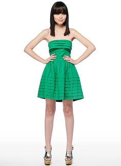 Get some green in your wardrobe before St. This Jack dress from Elle Boutique is the perfect shade of Kelly Green. Cute Summer Dresses, Cute Dresses, Short Dresses, Havana Nights Dress, Beautiful Gowns, Green Dress, Dress To Impress, Strapless Dress Formal, Designer Dresses