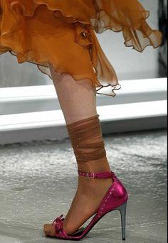 autunno-inverno-2014-2015-scarpe-rodarte-fuxia#scarpe #shoes #highheels #heels #womanshoes #scarpedonna #autumnwinter #autunnoinverno #winter2014 #moda #modadonna #moda2014 #rodarte