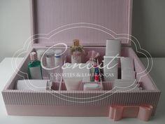caixa com kit personalizado toillete para casamentos
