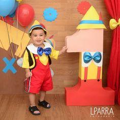 ¡Foto estudio de Pinocho! #Pinocchio #Pinocho #Pinoquio #PinocchioParty #Disney #DisneyParty #Gepetto #Boy #BirthdayBoy #BabyBoy #Festa #FestaMenino #Photography #Love #KidsPhotography #BabyPhotography #BirthdayPhotoshoot #BirthdayShoot #Cute #Barranquilla #SantaMarta #Cartagena #Colombia #Lparrafotografia #LuisaParraFotografia Leo Birthday, Boy Birthday Parties, Party Frame, Ideas Para Fiestas, Circus Party, Pinnochio Costume, Baby Party, Diy Costumes, First Birthdays
