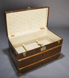 1920s louis vuitton trunk.... oh you know santa i have been good this year
