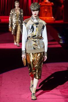 Dolce & Gabbana Fall 2019 Ready-to-Wear Fashion Show - Vogue Dolce & Gabbana, Vogue Fashion, Fashion Art, High Fashion, Fashion Women, Vintage Fashion, Vogue Paris, Milan, Edgy Dress